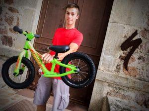 Mise en avant d'un vélo sans pédales pour draisienne park valmorel